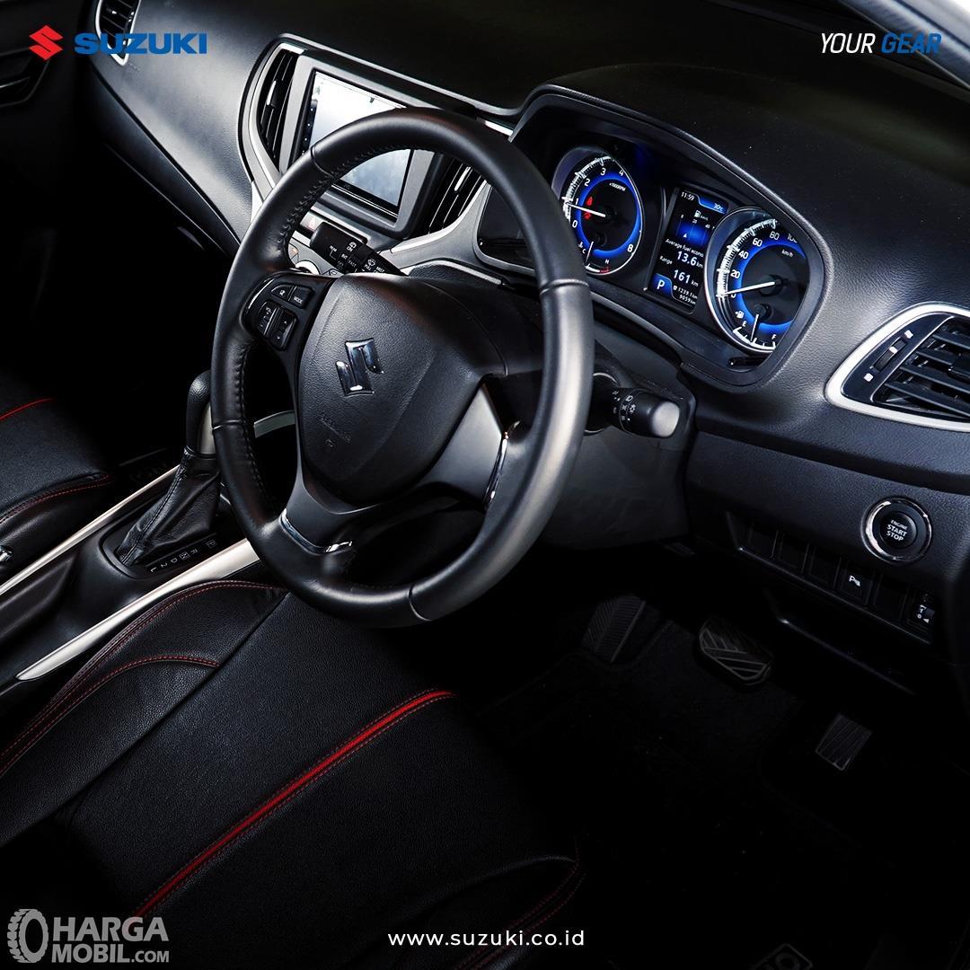 Foto menunjukkan dashboard Suzuki New Baleno Hatchback 2019