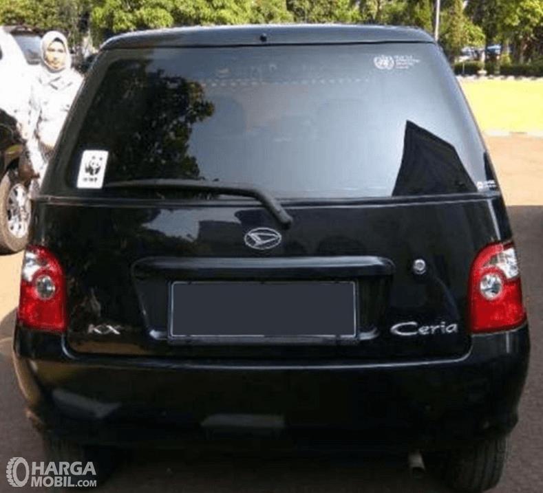 Gambare ini menunjukkan sisi belakang mobil Daihatsu Ceria 2003