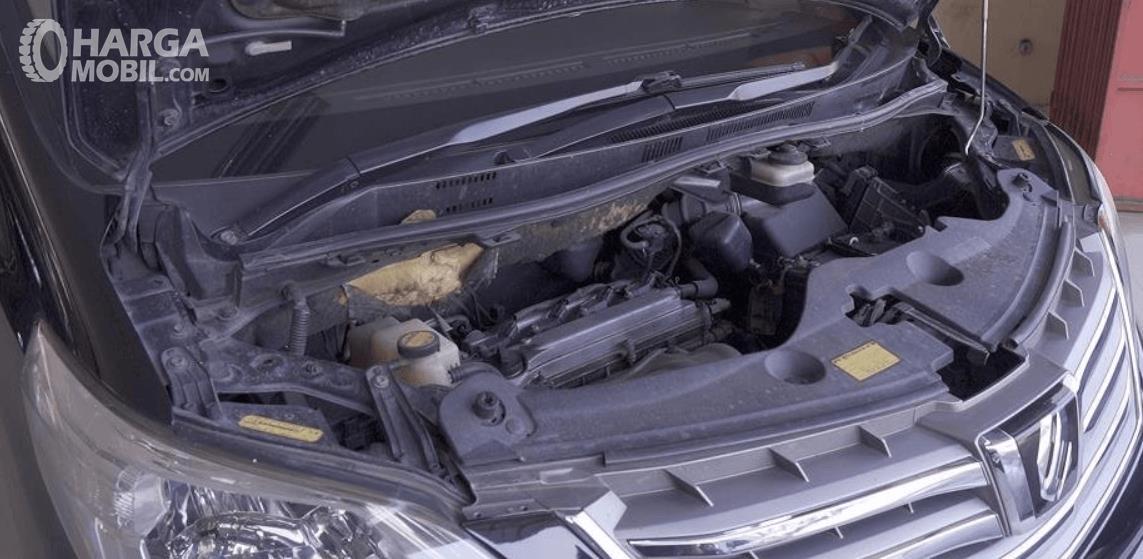 Gambar ini menunjukkan mesin mobil Toyota Alphard 2.4 G 2009