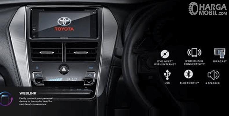 Gambar ini menunjukkan fitur hiburan pada mobil Toyota Yaris TRD Sportivo 2018