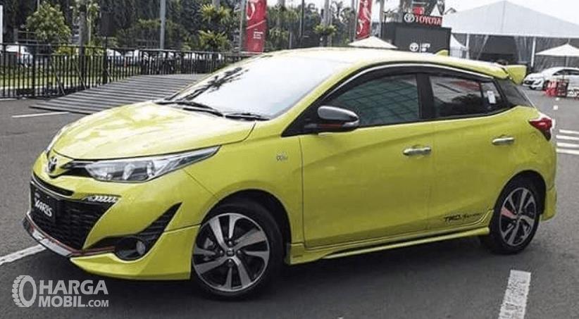 Gambar ini menunjukkan bagian samping Toyota Yaris TRD Sportivo 2018