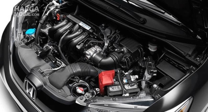 Gambar ini menunjukkan bagian mesin mobil Honda Freed Crosstar 202