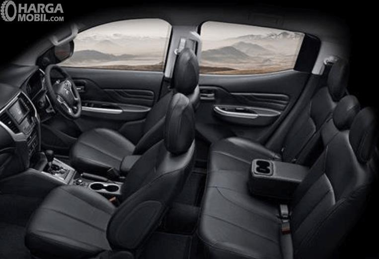 Gambar ini menunjukkan jok Mitsubishi Triton Absolute 2019