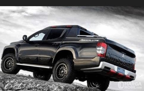 Gambar ini menunjukkan bagian belakang dan samping kiri Mitsubishi Triton Absolute 2019