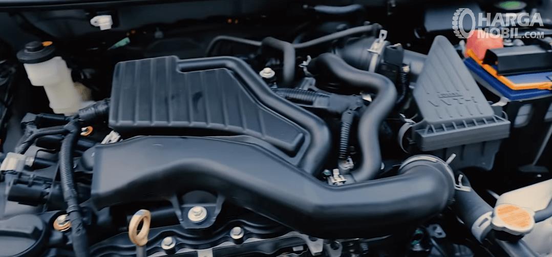 Gambar ini menunjukkan mesin mobil Daihatsu Ayla 1.2 R AT Deluxe 2017