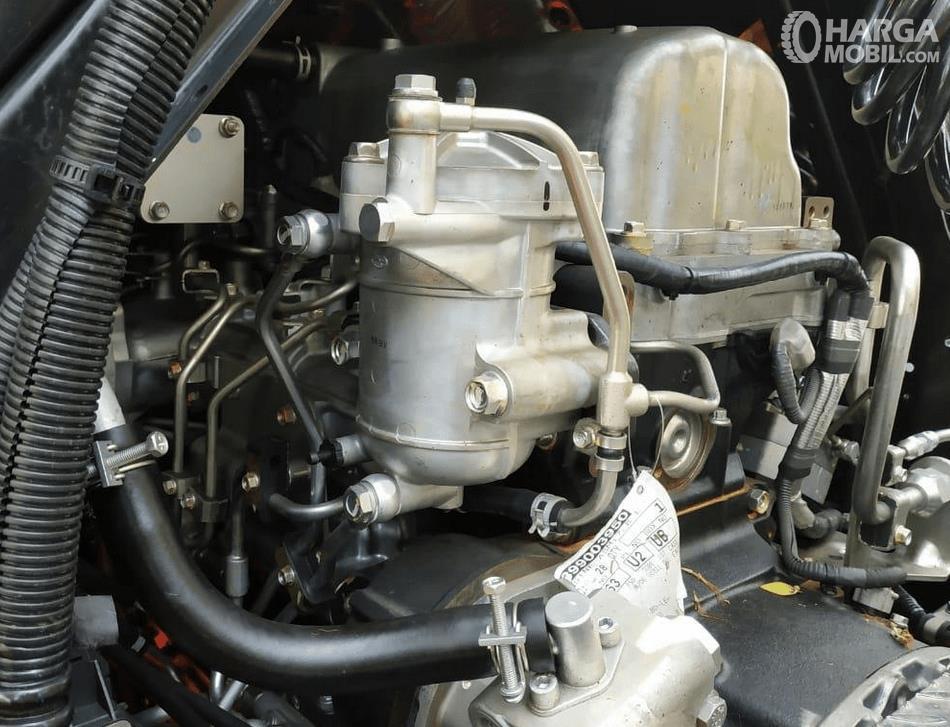 Gambar ini menunjukkan mesin mobil New Isuzu Giga Tractor Head GXZ 60 K ABS 2019