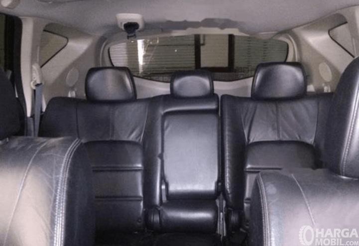 Gambar ini menunjukkan jok mobil Nissan Murano 2011