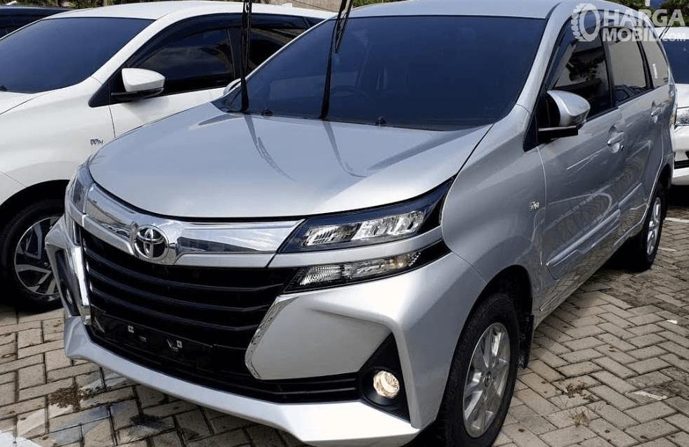 Gambar ini menunjukkan Toyota Avanza tipe G tampak depan