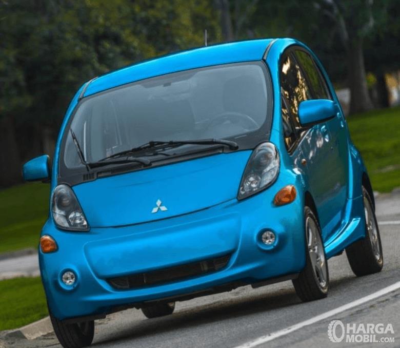 Gambar ini menunjukkan Mitsubishi i-MiEV 2010 Bagian depan