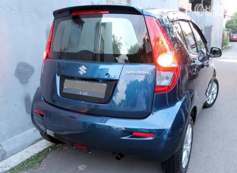 Gambar ini menunjukkan bagian belakang Suzuki Splash 2010