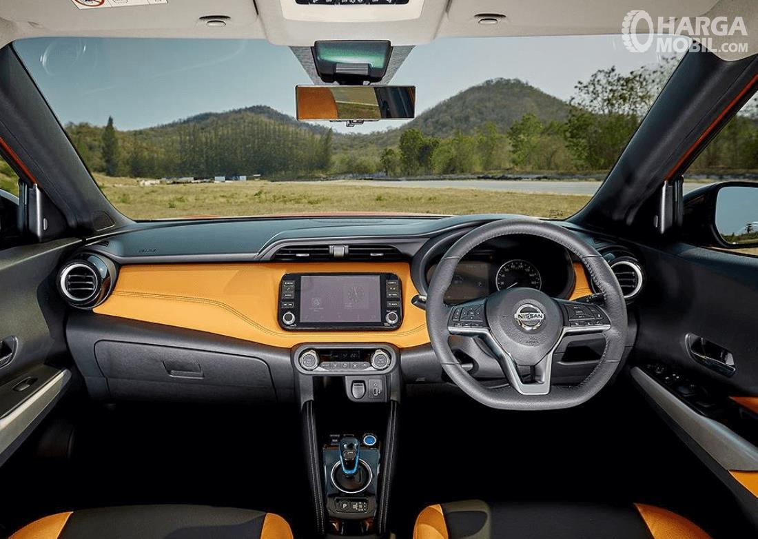 Gambar ini menunjukkan dashboard mobil dan kemudi Nissan Kicks e-Power 2020