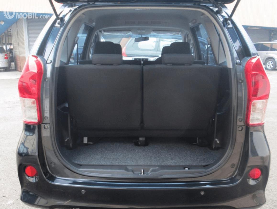Gambar ini menunjukkan bagasi mobil MOV