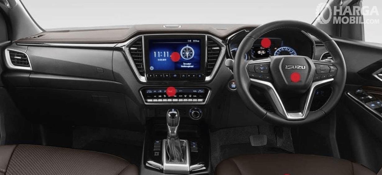 Gambar ini menunjukkan dashboard mobil Isuzu D-Max V-Cross 2020
