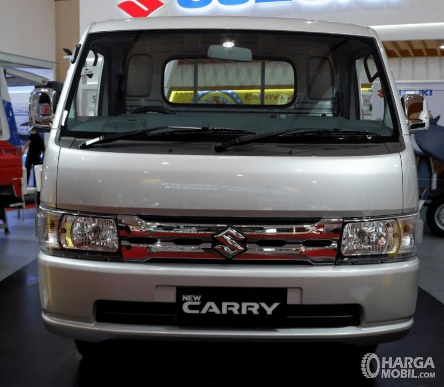 Gambar ini menunjukkan bagian depan mobil Suzuki New Carry Luxury 2020