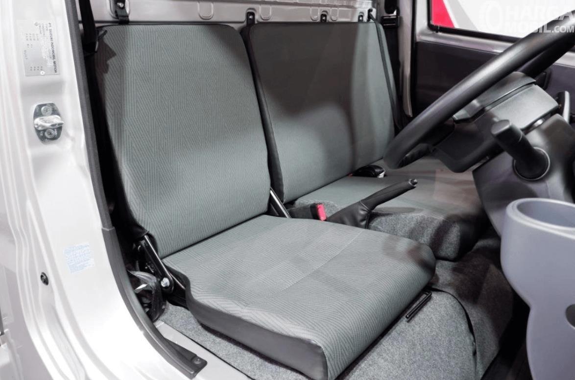 Gambar ini menunjukkan jok mobil Suzuki New Carry Luxury 2020