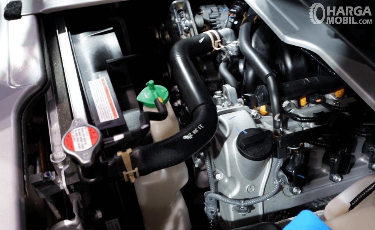 Gambar ini menunjukkan mesin mobil Suzuki New Carry Luxury 2020