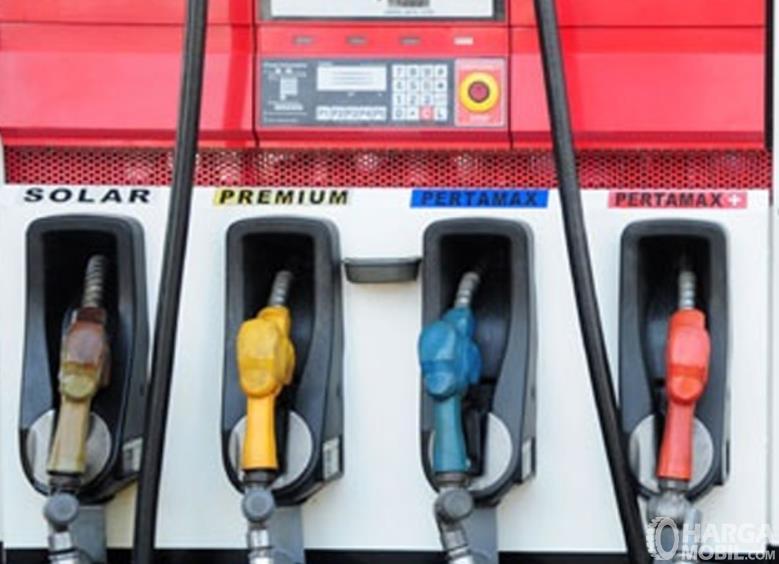 Gambar ini menunjukkan tangki pengisian bahan bakar di SPBU