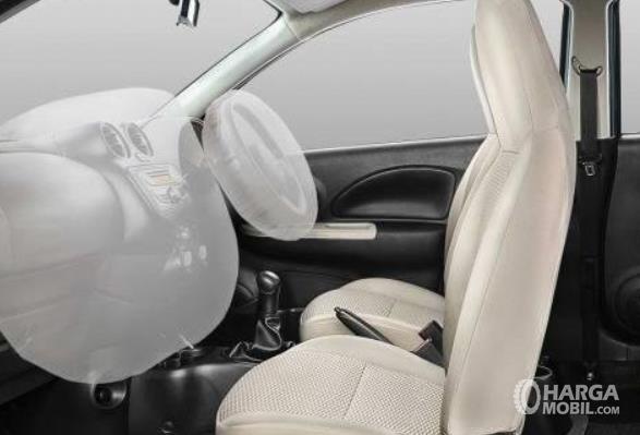 Gambar ini menunjukkan airbags pada mobil Nissan March 1.2 AT 2017