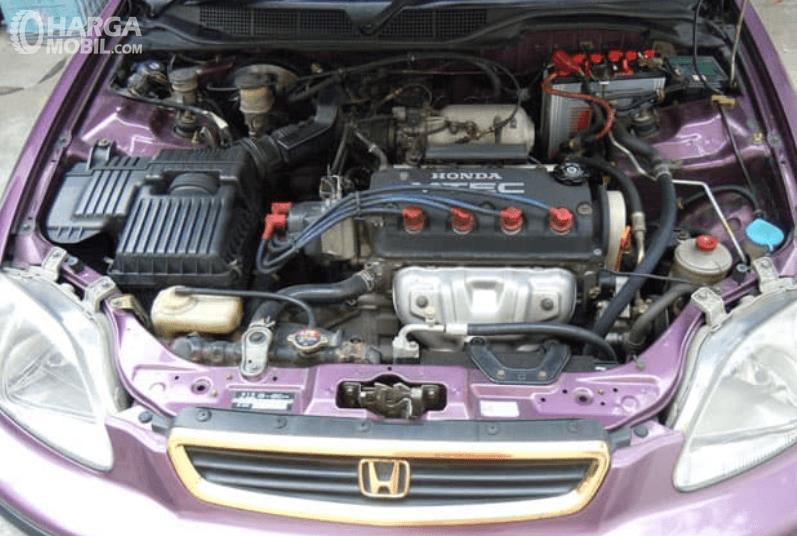 Gambar ini menunjukkan mesin mobil Honda Civic Ferio 1996