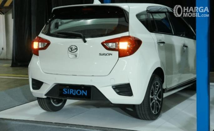 Gambar ini menunjukkan bagian belakang Daihatsu Sirion 2020