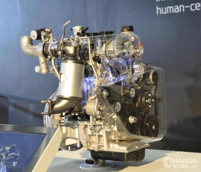 Gambar ini menunjukkan mesin mobil Kia Sonet 2020