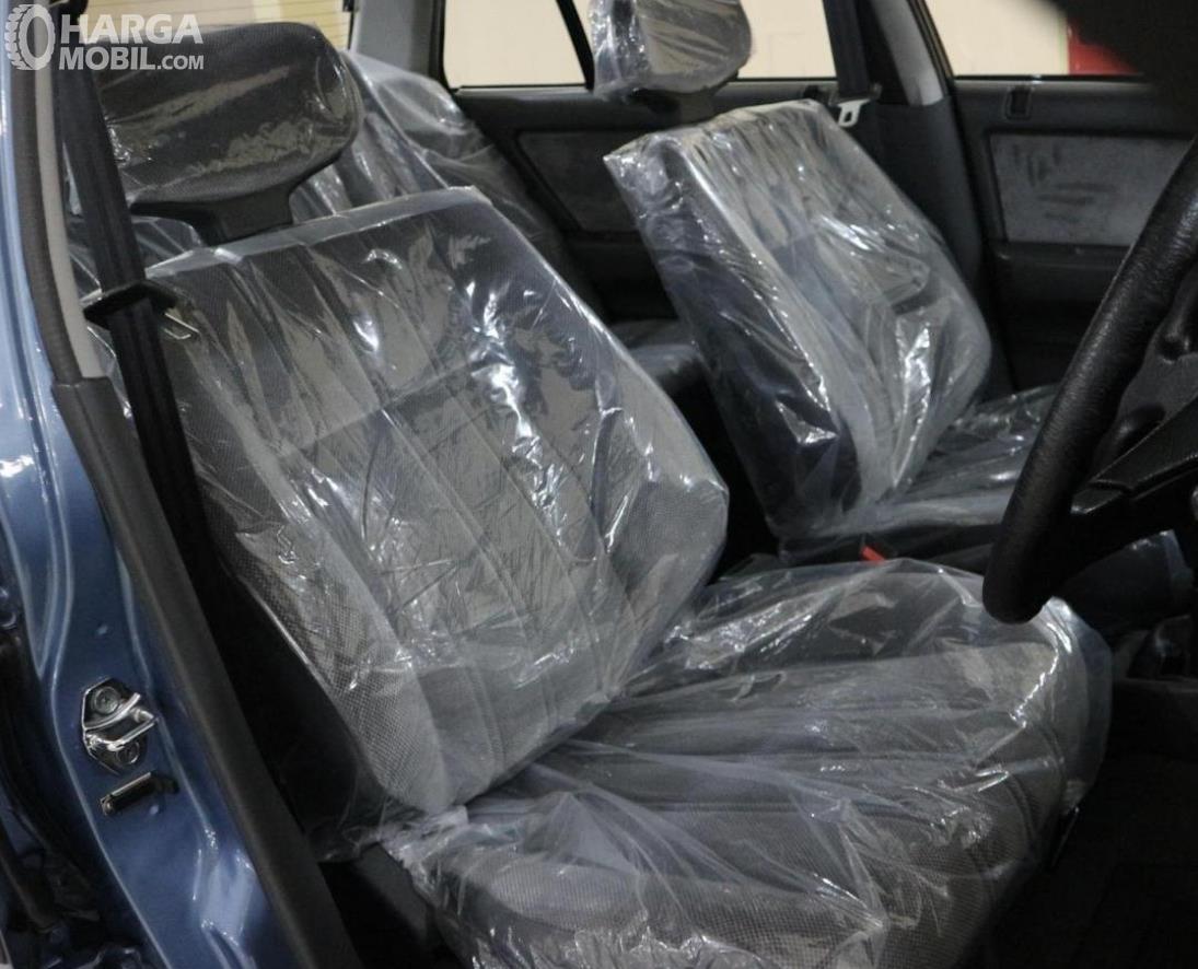 Gambar ini menunjukkan jok mobil Honda Civic LX 1989