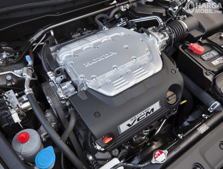 Gambar ini menunjukkan mesin mobil Honda Accord 3.5 V6 2008