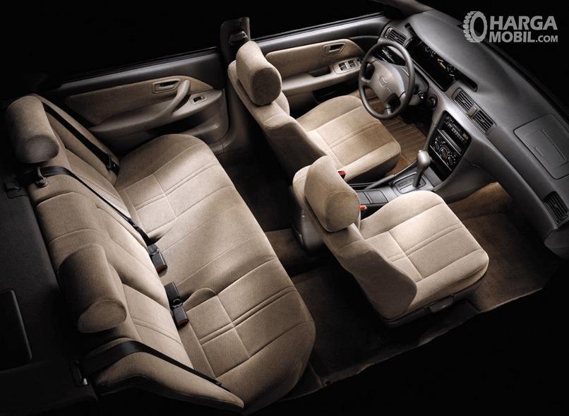 Gambar ini menunjukkan jok mobil Toyota Camry Grande 1998