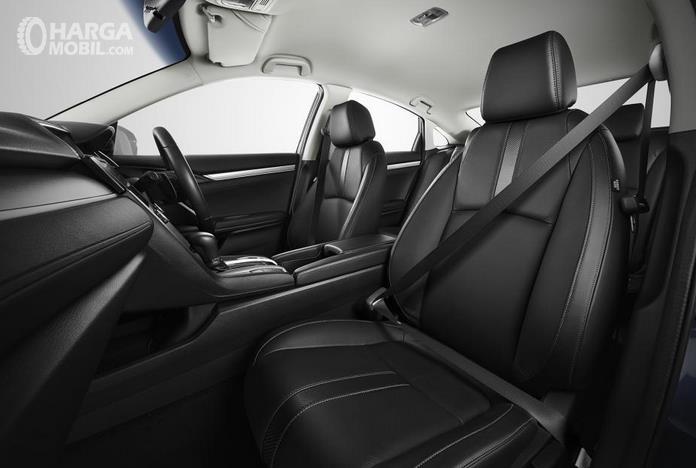 Gambar ini menunjukkan jok Mobil Honda Civic Turbo 2016