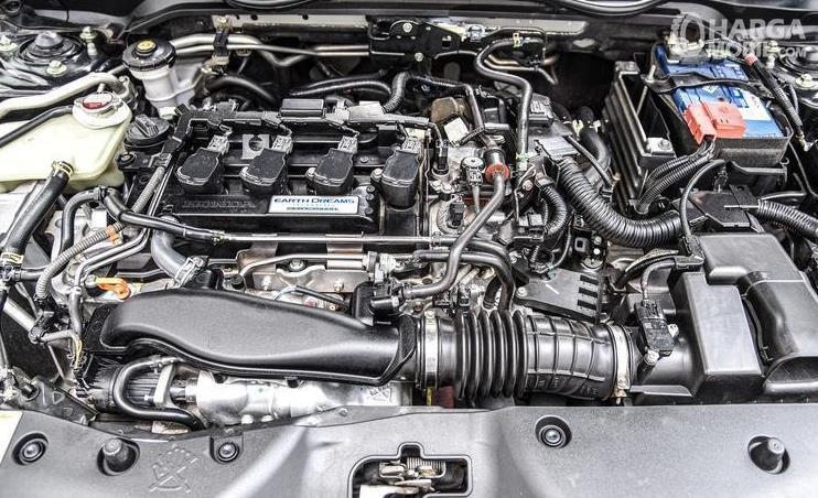 Gambar ini menunjukkan mesin Mobil Honda Civic Turbo 2016