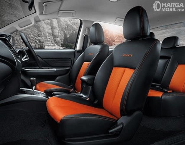 Gambar ini menunjukkan jok mobil Mitsubishi New Triton Athlete 2018
