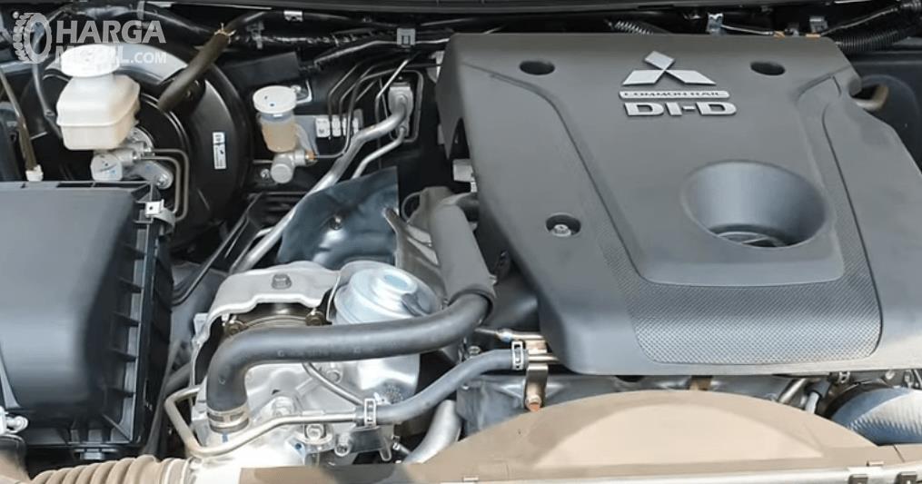 Gambar ini menunjukkan mesin Mitsubishi Triton GLS MT D-Cab 2019