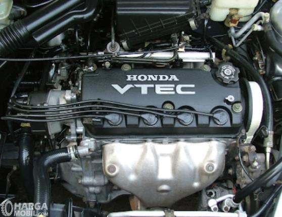 Gambar ini menunjukkan mesin mobil Honda City Type Z 2000