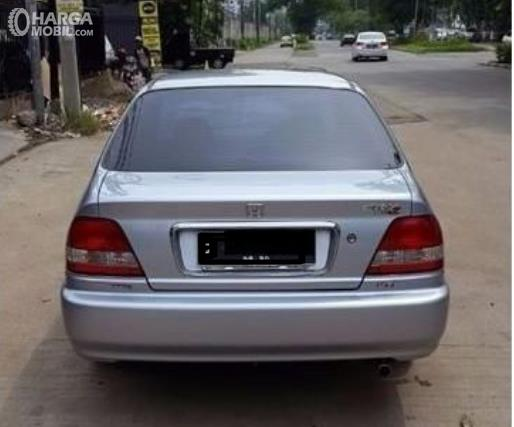 Gambar ini menunjukkan bagian belakang Honda City Type Z 2000