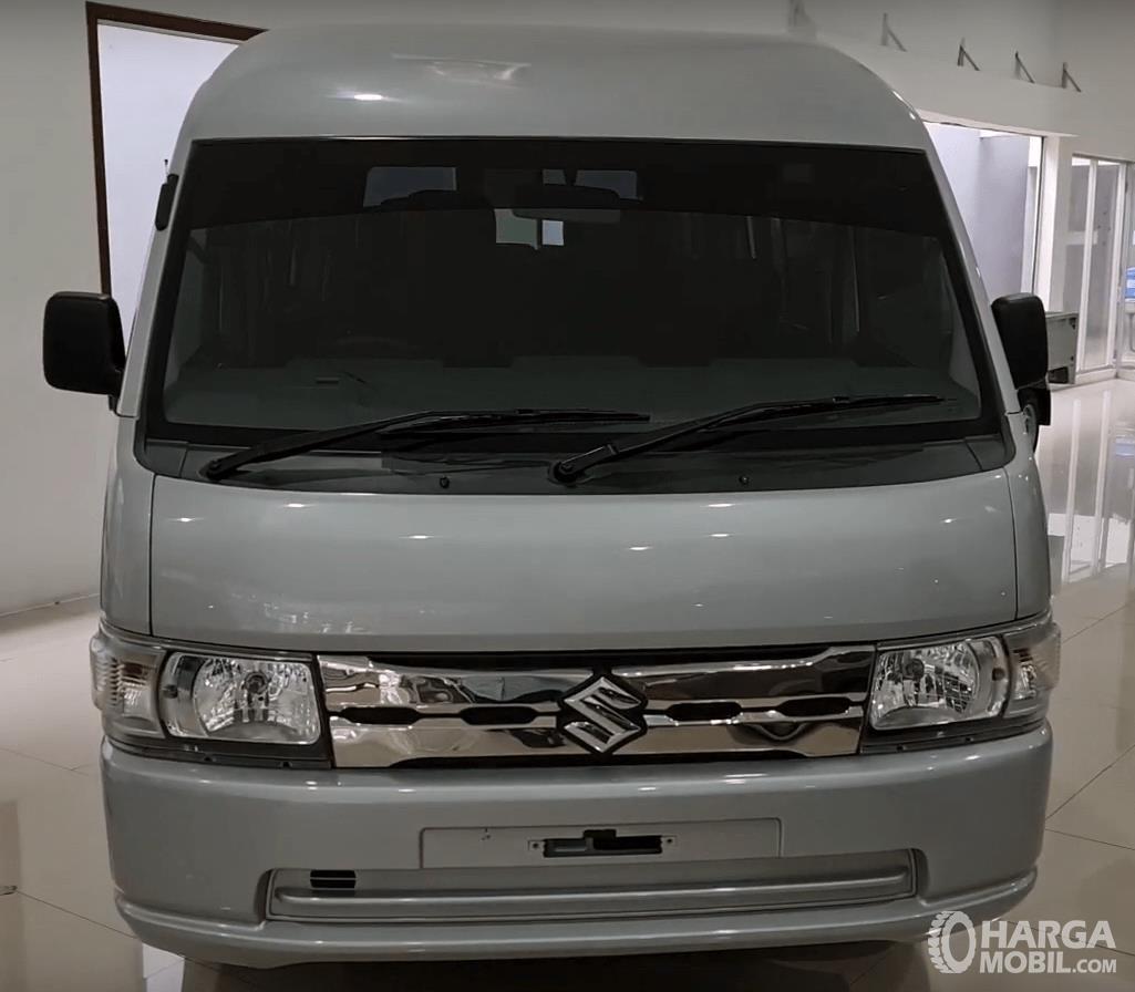 Gambar ini menunjukkan Bagian depan Suzuki New Carry Minibus 2020