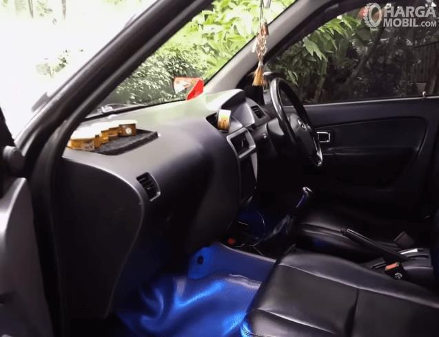Gambar ini menunjukkan dashboard Mobil Daihatsu Taruna FGX Oxxy 2005