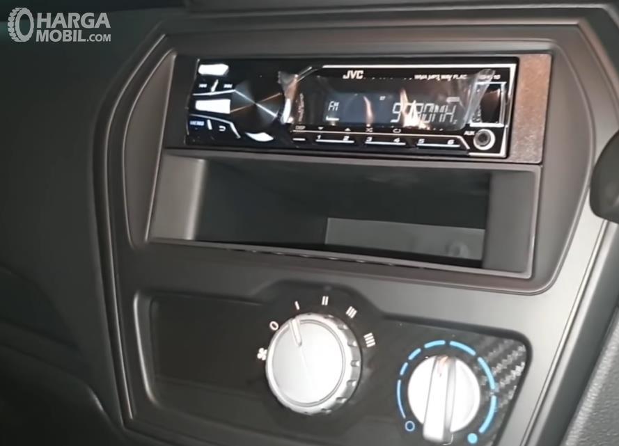 Gambar ini menunjukkan head unit mobil Datsun GO Panca D MT 2018