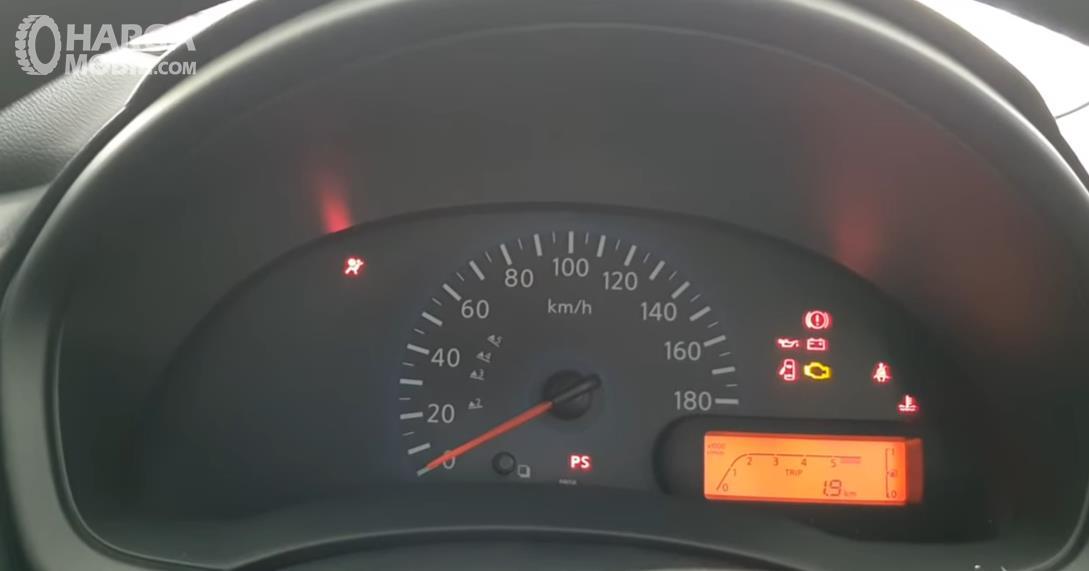 Gambar ini menunjukkan panel speedometer Datsun GO Panca D MT 2018