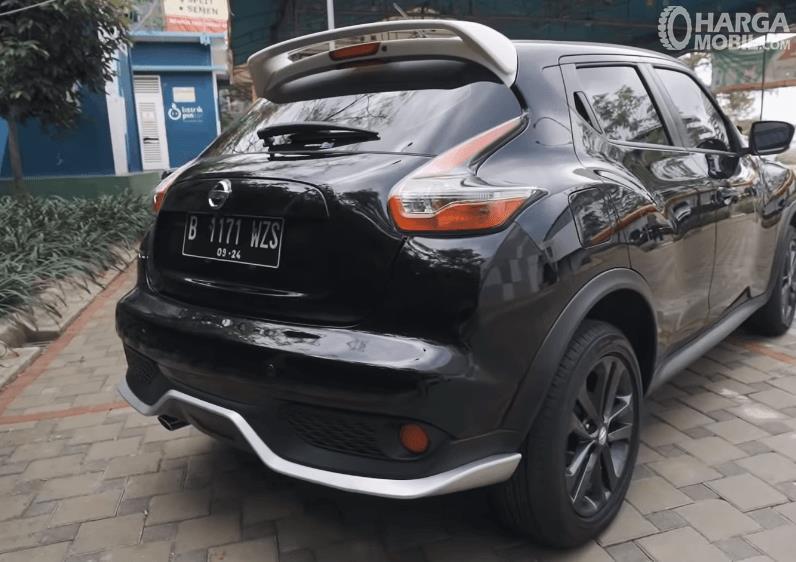 Gambar ini menunjukkan bagian belakang Nissan Juke Revolt II 2019
