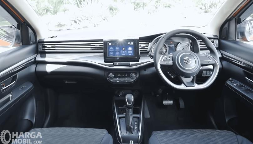 Gambar ini menunjukkan dashboard mobil Suzuki XL7 Alpha AT 2020