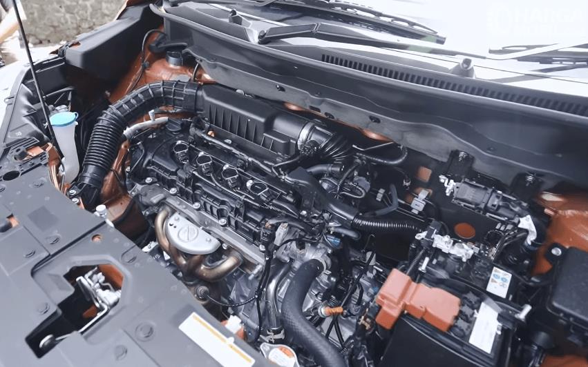 Gambar ini menunjukkan mesin mobil Suzuki XL7 Alpha AT 2020