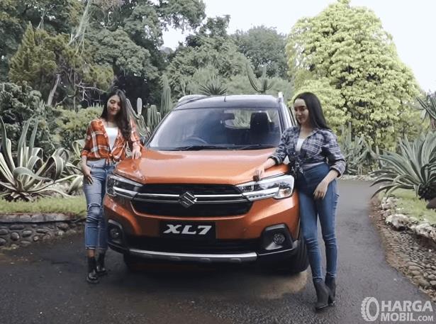 Gambar ini menunjukkan bagian depan mobil Suzuki XL7 Alpha AT 2020