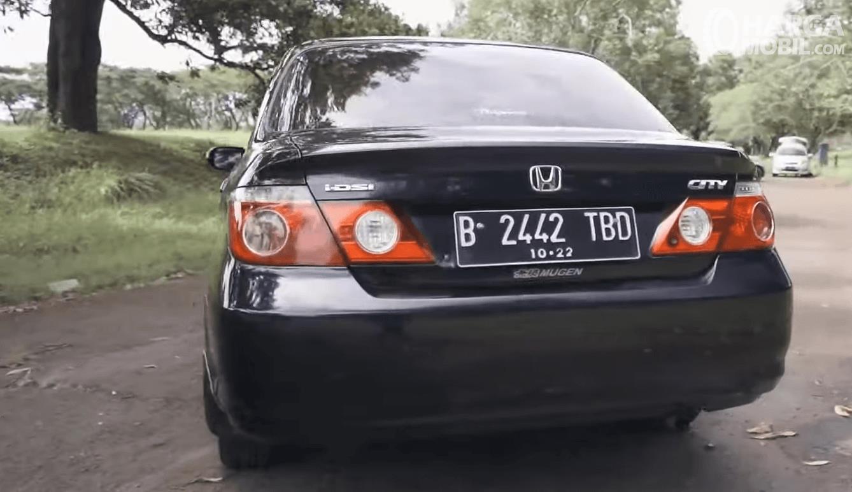 Gambar ini menunjukkan bagian belakang Honda City i-DSI CVT 2008