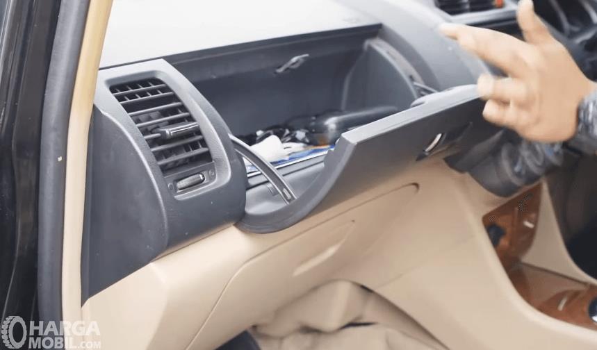 Gambar ini menunjukkan ruang penyimpanan Honda City i-DSI CVT 2008