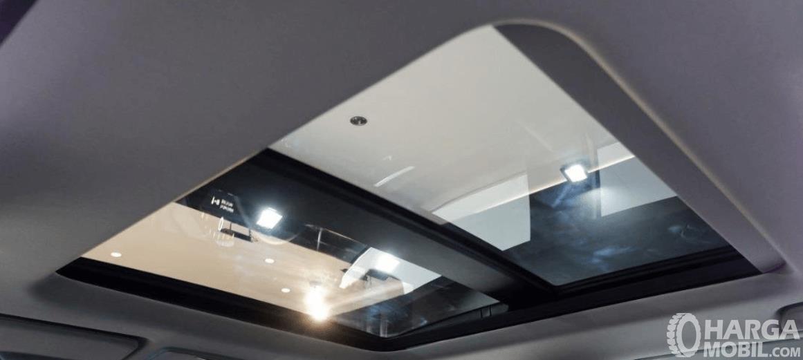 Gambar ini menunjukkan panoramic sunroof Honda CR-V Turbo Prestige 2021