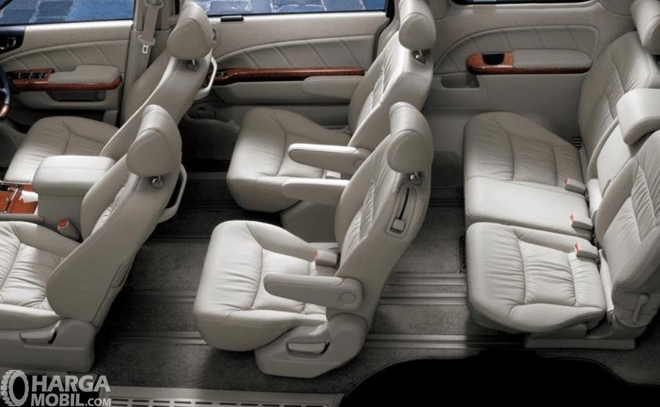 Gambar ini menunjukkan bagian jok mobil Honda Elysion Prestige 2008