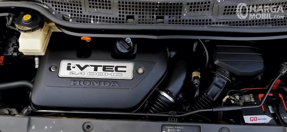 Gambar ini menunjukkan mesin mobil Honda Elysion Prestige 2008
