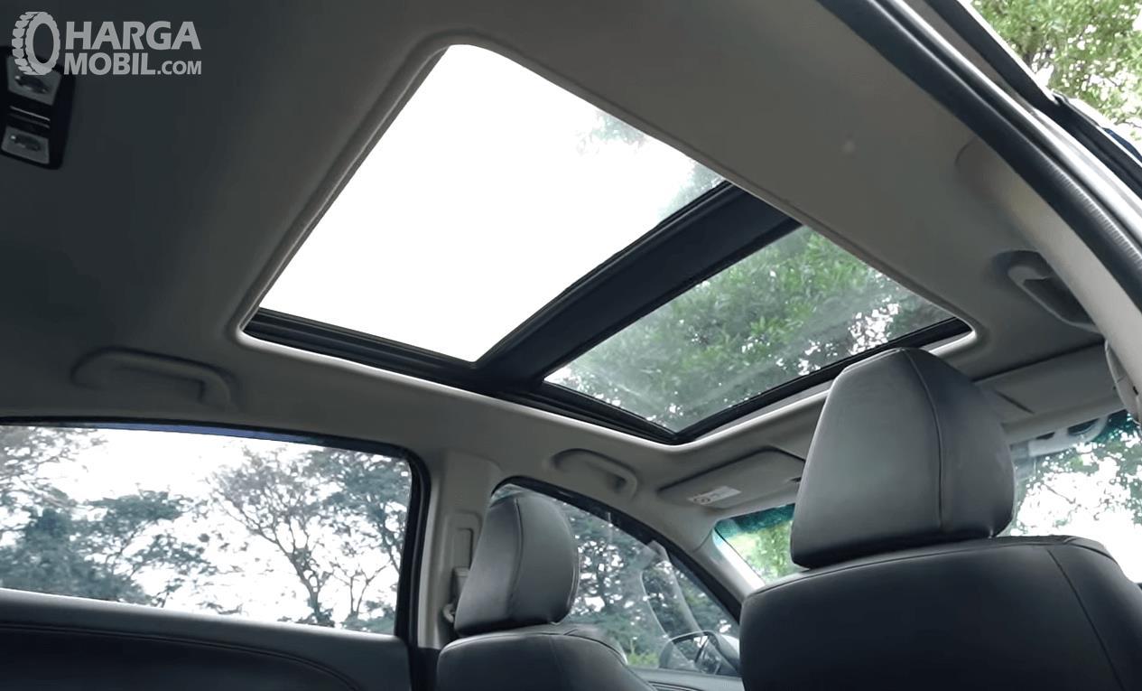 Gambar ini menunjukkan panoramic sunroof Honda HR-V 1.8L Prestige 2016