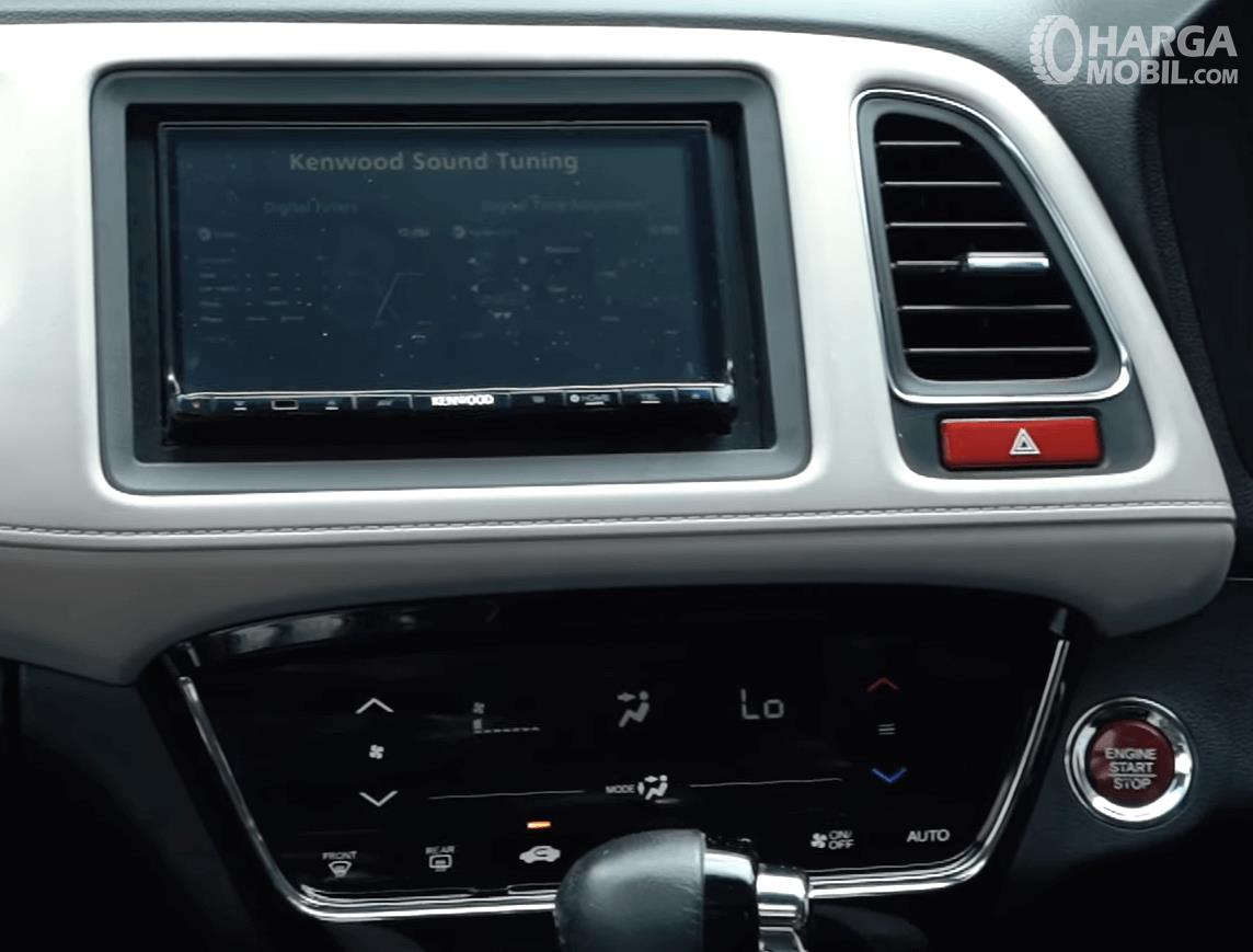 Gambar ini menunjukkan head unit dan pengaturan AC Honda HR-V 1.8L Prestige 2016