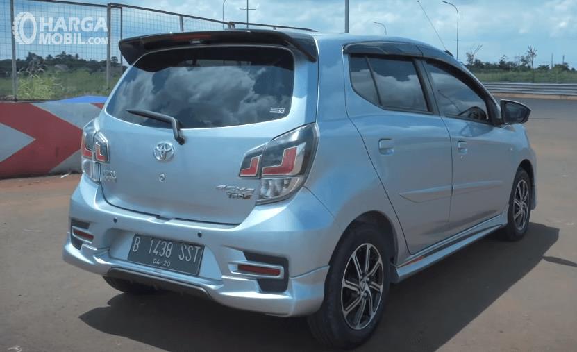 Gambar ini menunjukkan bagian belakang Toyota Agya 1.2 G AT TRD Facelift 2020